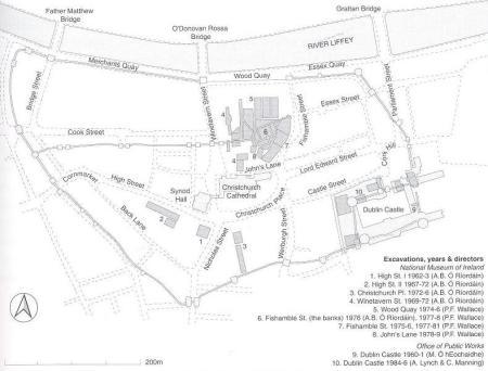 Ilustr. 5. Schematyczny plan centrum Dublina z naniesionym planem średniowiecznego muru miejskiego, przedstawiający stanowiska archeologiczne przebadane wykopaliskowo w latach 1960 - 1986.